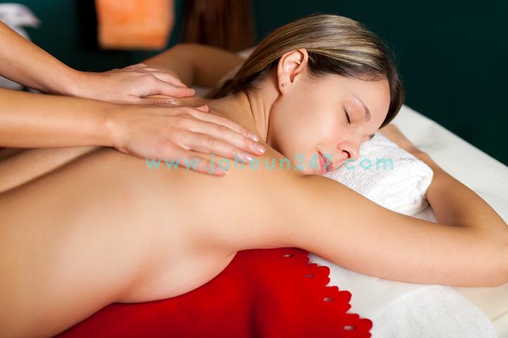 Demonstration of Effleurage Swedish Massage Technique